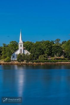 The Three Churches of Mahone Bay, Nova Scotia | The three churches of Mahone Bay are a must stop on the lighthouse route | The Planet D Adventure Travel Blog: