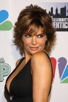 who wouldn't like to look like Lisa Rinna? That's never gonna happen, but I really like her hair cut! Maybe my next do??