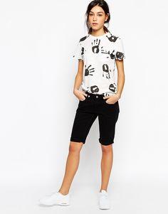Jeans von YMC Jeansstoff in reiner Baumwolle Reißverschluss mit Knopf klassischer Fünf-Taschen-Stil reguläre Passform - entspricht den Größenangaben Maschinenwäsche 100% Baumwolle Model trägt UK-Größe 8/EU-Größe 36/US-Größe 4 und ist 175 cm (5 Fuß 9 Zoll) groß