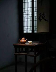 画家的高明,在于留白不留意,混沌更美;书家的高明,在于断笔不断意,流连更美;商家的高明,在于做透不说透,突破更美。而我们端起一杯茶的时候,其实也是如此。——茶家的高明,便在于苦口不苦意,余味更美。