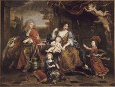 Ce tableau met en scène toute la famille de Louis de France, le Grand Dauphin, fils de Louis XIV, qui lui aurait succédé au trône s'il n'était mort subitement en 1711, quatre ans avant le roi. Monseigneur est peint légèrement à l'écart du groupe principal, le regard un peu triste, tourné vers les membres de sa famille, avec l'une de ses chiennes. source : site du Musée de Versailles