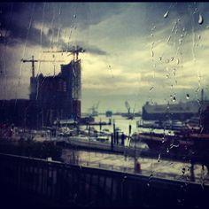 """yenxbui: """"Rainy Hamburg is still beautiful"""" auf das """"Alles rund um Hamburg""""-Board gepinned von der Werbeagentur www.BlickeDeeler.de"""