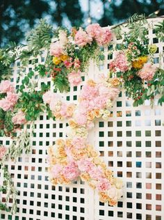 Floral covered lattice fence: http://www.stylemepretty.com/2016/05/20/a-nfl-player-cheerleader-say-i-do-with-a-touchdown-worthy-wedding/ | Photography: Apryl Ann -  http://www.aprylann.com/