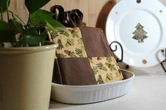Free Sewing Pattern: Easy No Binding Pot Holders Potholder Patterns, Sewing Patterns Free, Free Sewing, Hand Sewing, Applique Patterns, Free Knitting, Free Crochet, Free Pattern, Knitting Patterns