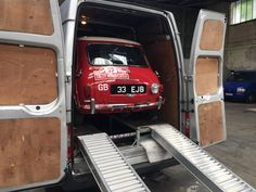 Red Mini Cooper, Mini Cooper Classic, Classic Mini, Classic Cars, Mini Morris, Cooper Car, The Italian Job, Morris Minor, Mini One