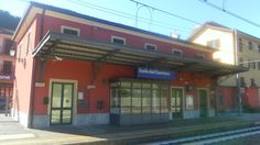 Stazione di Isola del Cantone 1.JPG