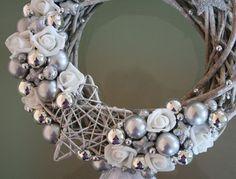 Související obrázek Ornament Wreath, Grapevine Wreath, Ornaments, Advent, Xmas, Christmas, Grape Vines, Projects To Try, Shabby