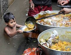 Feeding flood victims in India's Uttrakhand June So sad. Much help is needed Funny Greek, Amazing India, Kids Around The World, Beautiful Children, Paella, Have Time, Allrecipes, Ale, Snacks