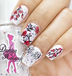white flower nailart #nailcharm #floralnailart