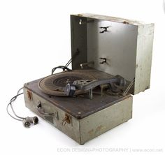 VINTAGE WWII US NAVY RCA PHONOGRAPH RECORD PLAYER FROM 1940 IN HEAVY METAL CASE #RCA