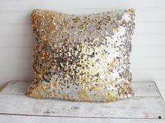 10 Throw Pillows You Can DIY