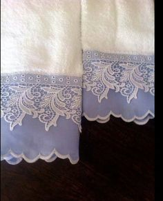 Damask fabric, cotton and lace. Decorative Hand Towels, Personalized Towels, Towel Crafts, Embroidered Towels, Bathroom Towels, Kitchen Towels, Bath Towels, Linens And Lace, Guest Towels