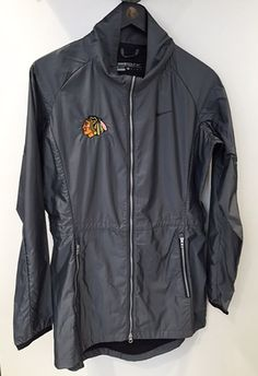 Chicago's weather might be unpredictable, but you will always be prepared in this Women's NIke Golf Rain Jacket! Blackhawks Store, Chicago Blackhawks, Golf Rain Jacket, Instyle Fashion, Mens Golf Outfit, Sport Wear, Nike Jacket, Nike Women, Nike Golf