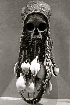 skull reliquary, gulf of papua, Does that mean somebody ate this guy? La Danse Macabre, Post Mortem, 3d Studio, Human Skull, Vanitas, Animal Skulls, Skull And Bones, Memento Mori, Skull Art