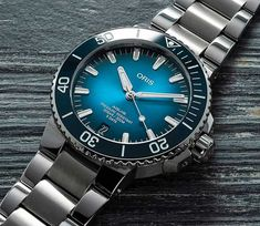 *Blog Update - Read iN!* #Oris 43.5mm Aquis Date Calibre 400🌊⌚️ Take A Dive with a Rubber Strap or Steel Bracelet!🎉