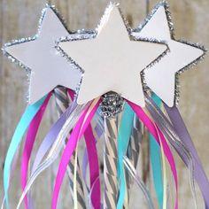 Wahouuuu ! Une jolie baguette de princesse 100% DIY ! Le pas à pas est ici >>> http://www.perlesandco.com/Baguette_Princesse_Etoile_Rubans-s-2339-14.html