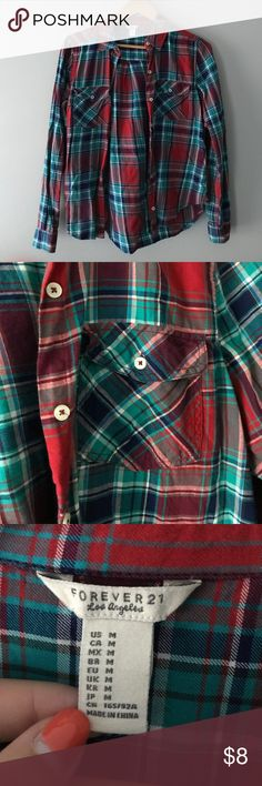 Plaid button shirt Super cute plaid shirt from forever 21! Great to wear buttoned up, open over a shirt, or tied around waist. Super versatile and super cute. Forever 21 Tops Button Down Shirts