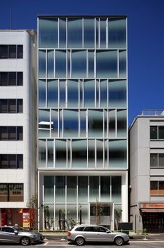Gradient shaded glasses - Cristales tintados tipo gradient // TSR Building in Tokyo, Japan by Jun'ichi Ito Architect  Associates