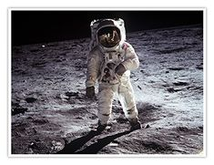 Buzz Aldrin Walks on the Moon in 1969 Credit: NASA Apollo 11 astronaut Buzz Aldrin walks on the moon in July 1969 in this photo snapped by Neil Armstrong. Neil Armstrong, Napalm Girl, Mission Apollo 11, Apollo Missions, Moon Missions, Programme Apollo, Apollo Program, Apollo 11 Moon Landing, Grandes Photos