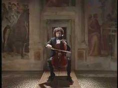 Cuando deseo relajarme después de un día agotador, nada me alivia más que escuchar una selección de músicacon los mejores clásicos de la música clásica en violonchelo. Aquí 16 de los mejores para ti.