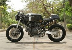 Ducati Monster 900 Custom. An excellent exhaust pipe -a serious piece of work indeed. But I 'd rather change swing arm to a tubular one and opt to a more rounded tank.