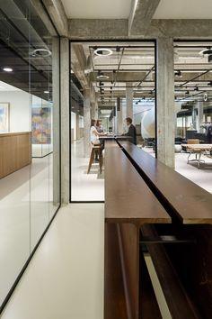 OC&C Strategy Consultants heeft een nieuw kantoor betrokken in het oude gebouw van De Nederlandsche Bank in Rotterdam.