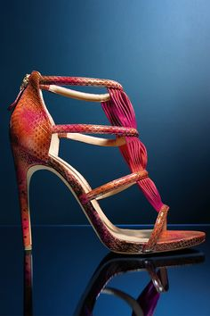 Ride the coral wave with these #AlexandreBirman #sandals.