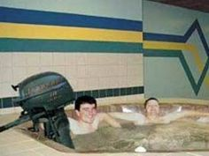 Redneck Jacuzzi,couldn't resist, just too funny not to pin! Men, alcohol and gas powered motor should never be in close proximately all at the same time! Redneck Humor, Jacuzzi, Wtf Funny, Hilarious, Ghetto Red Hot, Redneck Crazy, Crazy Funny Pictures, Darwin Awards, Jokes