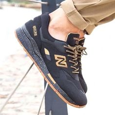 Different Types of Sneakers. I wager it is those sneakers that you use everywhere. Sneaker can be used for lots of things Me Too Shoes, Men's Shoes, Nike Shoes, Shoe Boots, Shoes Sneakers, Sneakers Design, Black Sneakers, Sneakers Style, Dress Boots