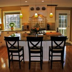 Kitchen Photos Kilim Beige Paint By Sherwin Williams Design, Pictures, Remodel, Decor and Ideas - gold walls - idea for mom