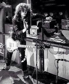 Jimmy Page ~ Led Zeppelin Greatest Rock Bands, Best Rock, Jimmy Page, Les Paul, Beatles, Rock N Roll, Robert Plant Led Zeppelin, John Bonham, John Paul Jones