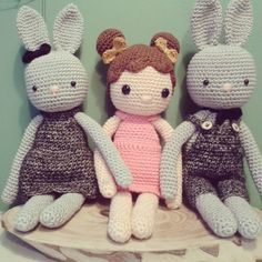 ♡ deze drie schatjes! #haken #crochet #hakeln #hakle #hekle #virka #instacrochet #hakenisfijn #crochetaddict #hakenisleuk #hakeniship #kraamcadeau #babycadeau #babygift #gehaaktepop #crochetdoll #dearestdesign