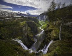https://flic.kr/p/uzJGhE | Vøringsfossen | Vøringsfossen is located in Måbødalen on the western slopes of Hardangervidda National Park, Norway. This is a horizontal perspective blend. Several advantages with this: I get more into the frame. And when we shoot wide angle everything on the edges of the frame is enlarged or retain its perspective which means that the background mountains have kept their relative size. Have blended in part of the right side + the sky. From a round trip I made…