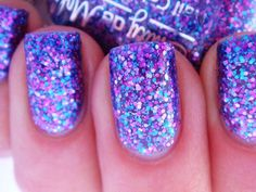 Sparkly blue and purple nails - sparkly nails and manicure ideas perfect for homecoming!