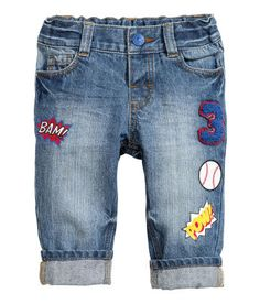 jeans in washed denim with an adjustable elasticated waist, fly with a press-stud and straight legs with appliqués and print motifs. Toddler Outfits, Baby Boy Outfits, Kids Outfits, Baby Jeans, Girls Jeans, Women's Jeans, H&m Kids, Light Jeans, Jeans Bleu