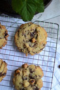 Chocolate hazelnut cookies by Darroze Hélène - Hum, it smells good . Oatmeal Chocolate Chip Cookie Recipe, Best Chocolate Chip Cookies Recipe, Easy Peanut Butter Cookies, Oatmeal Cookie Recipes, Yummy Cookies, Chocolate Chips, Chocolate Oatmeal, Chocolate Cookies, Healthy Oatmeal Cookies