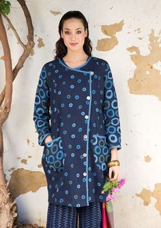 "Indoor coat or dress with diagonal button closure and two wonderful patch pockets. Linen fabric adorned with the playful ""Circulo"" print and decorated with stylish trim."