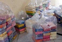 Narcotraficantes embarcaram 233 quilos de cocaína em um navio atracado no Porto de Santos, na noite deste sábado (26). A ação foi frustrada por equipes da Receita Federal e da Polícia Federal, que c ...