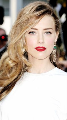 Discovered by Fernanda Cavalcanti. Find images and videos about amber heard, aquaman and london fields on We Heart It - the app to get lost in what you love. Beautiful Celebrities, Beautiful Actresses, Amber Heard Style, Amber Heard Hot, Amber Herd, Blond, Soft Make-up, Cute Girl Face, Stunning Eyes