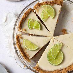 Lemon Lime Pie Recipe, Keylime Pie Recipe, Key Lime Desserts, Easy Desserts, Easy Keys, Cinnamon Bun Recipe, Best Key Lime Pie, Lime Recipes, Best Dessert Recipes