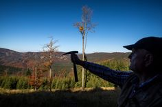 Geológ a vulkanológ Ladislav Šimon nás sprevádzal vybranými lokalitami stredného Slovenska, aby sme pátrali po sopečnej minulosti na našom území. Mountains, Nature, Travel, Naturaleza, Viajes, Destinations, Traveling, Trips, Nature Illustration