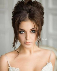 Pick from the ethereal wedding hairstyles & bridal hair inspiration. Unique Wedding Hairstyles, Bride Hairstyles, Classy Updo Hairstyles, Bridal Hair Inspiration, Front Hair Styles, Hairstyle Look, Wedding Hair And Makeup, Wedding Updo, Hair Goals