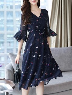 Swing Floral Frill Sleeve Printed V-Neck Dress Frock Fashion, Korean Fashion Dress, Indian Fashion Dresses, Girls Fashion Clothes, Fashion Outfits, Girl Fashion, Stylish Dresses For Girls, Stylish Dress Designs, Casual Dresses