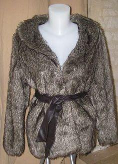 À vendre sur #vintedfrance ! http://www.vinted.fr/mode-femmes/manteaux-en-fausse-fourrure/42909079-veste-fausse-fourrure