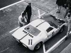Vintage Cars, Vintage Auto, Course Automobile, Custom Muscle Cars, Ford Gt40, Top Cars, Rally Car, Courses, Le Mans