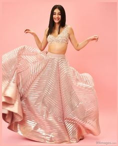 Looking for mid affordable Gurgaon Budget Lehenga stores? If your budget is anywhere under this lehenga market is perfect for you. Indian Lehenga, Pink Lehenga, Indian Gowns, Indian Attire, Lehenga Choli, Bollywood Lehenga, Lehenga Skirt, Indian Ethnic Wear, Designer Bridal Lehenga