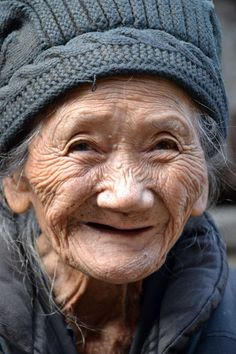 """my-world-of-colour: """"Chinese friendly face """" Beautiful Smile, Beautiful World, Beautiful People, Foto Portrait, Portrait Photography, Just Smile, Smile Face, Old Faces, Ageless Beauty"""