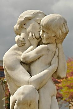 Mother mother and child sculpture More MotherSource : sculpture mère et enfant . Statue Ange, Cemetery Art, Illustration Art, Illustrations, Stone Sculpture, Land Art, Mother And Child, Oeuvre D'art, Ceramic Art