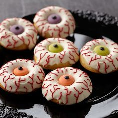 Wake up your Halloween celebration with candy-topped donuts! Use the Wilton donut pan to bake them fresh, then cover and decorate with Candy Melts candy for treats that are ready in the blink of an eye! Halloween Donuts, Halloween Desserts, Pasteles Halloween, Dulces Halloween, Halloween School Treats, Halloween Food For Party, Scary Halloween, Zombie Donuts, Halloween Dessert Table