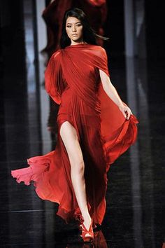 Celebrities who wear, use, or own Elie Saab Couture Fall 2010 Red Gown. Also discover the movies, TV shows, and events associated with Elie Saab Couture Fall 2010 Red Gown. Elie Saab Couture, Couture Mode, Style Couture, Couture Fashion, Runway Fashion, Beauty And Fashion, Red Fashion, Fashion Week, Fashion Show